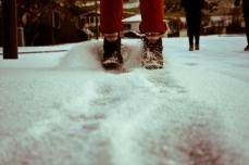 Kicking Vík Snow